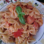 Levné těstoviny s párkem a rajčaty recept