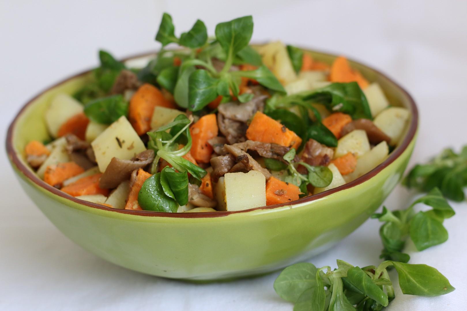 Hlívový salát z batátů, brambor a polníčku recept