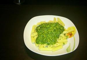 Gnocchi / Těstoviny se smetanou, špenátem, česnekem a špetkou kari