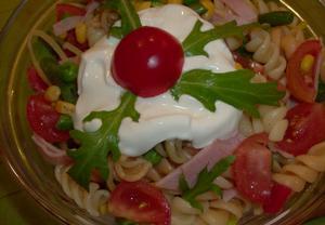 Těstovinový salát se šunkou