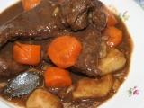 Hovězí maso na špeku a kořenové zelenině recept