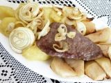 Vepřové steaky s jablky a cibulí recept