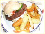 Domácí burgery s barevnými hranolkami recept