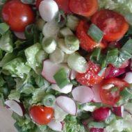 Jarní salát s kari zálivkou recept