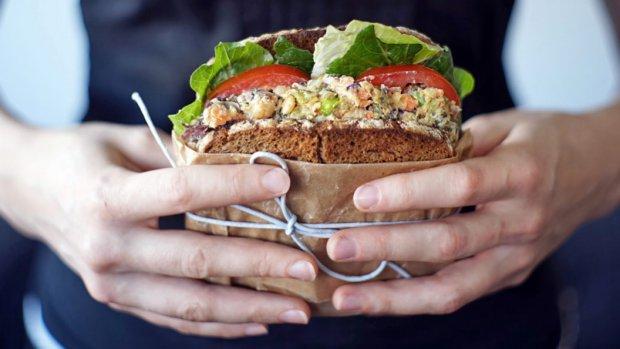 Cizrnový vegan salát
