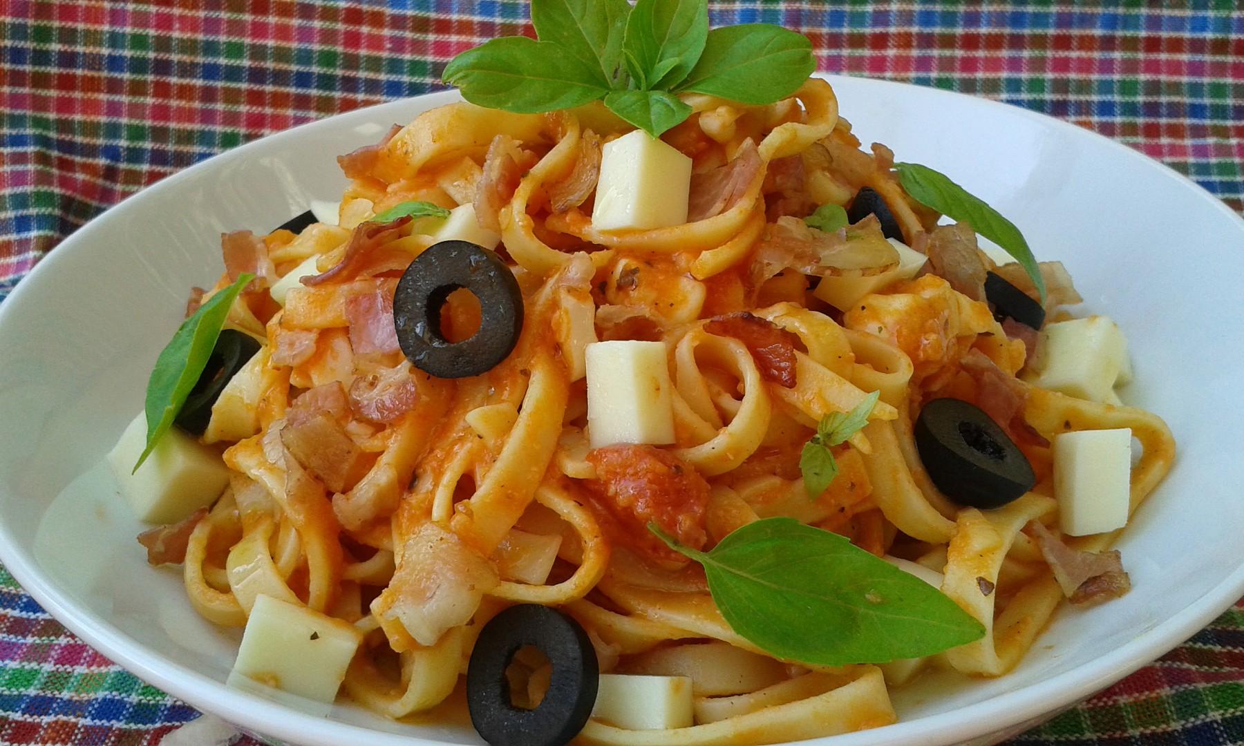 Těstoviny s rajčaty a mozzarellou recept