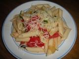 Těstoviny s rajčaty a cuketou recept