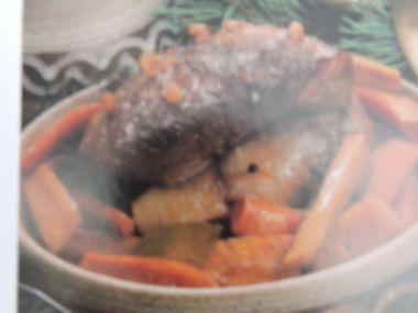 Pečená kančí kýta s kořenovou zeleninou