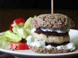 Fitnessburger s pohankovou bulkou, kuřecím masem a pečenou řepou