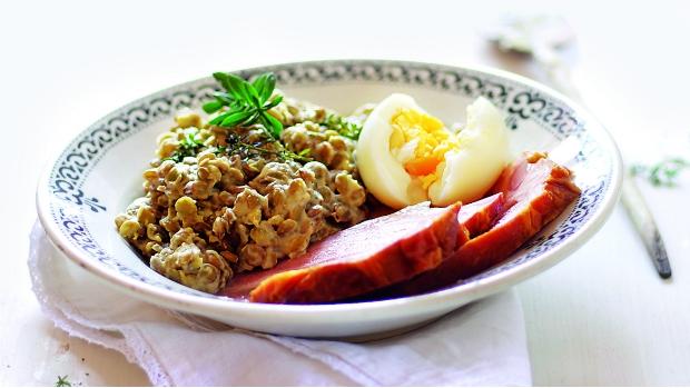 Tymiánová čočka s uzeným a vejci