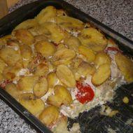 Zapečené brambory s rajčaty, kuřecím a nivou recept