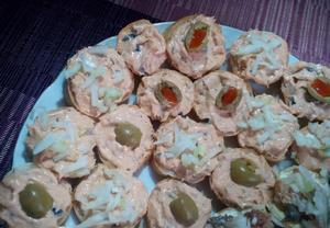 Tuňáková pomazánka s olivami na chlebíčky nebo jednohubky ...