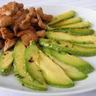 Pikantní krůtí kousky s avokádem recept