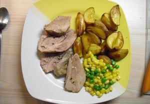 Pečená krůta s pečenými brambory a dušenou zeleninou  Recepty ...