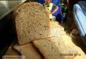 Celozrnný chléb z domácí pekárny