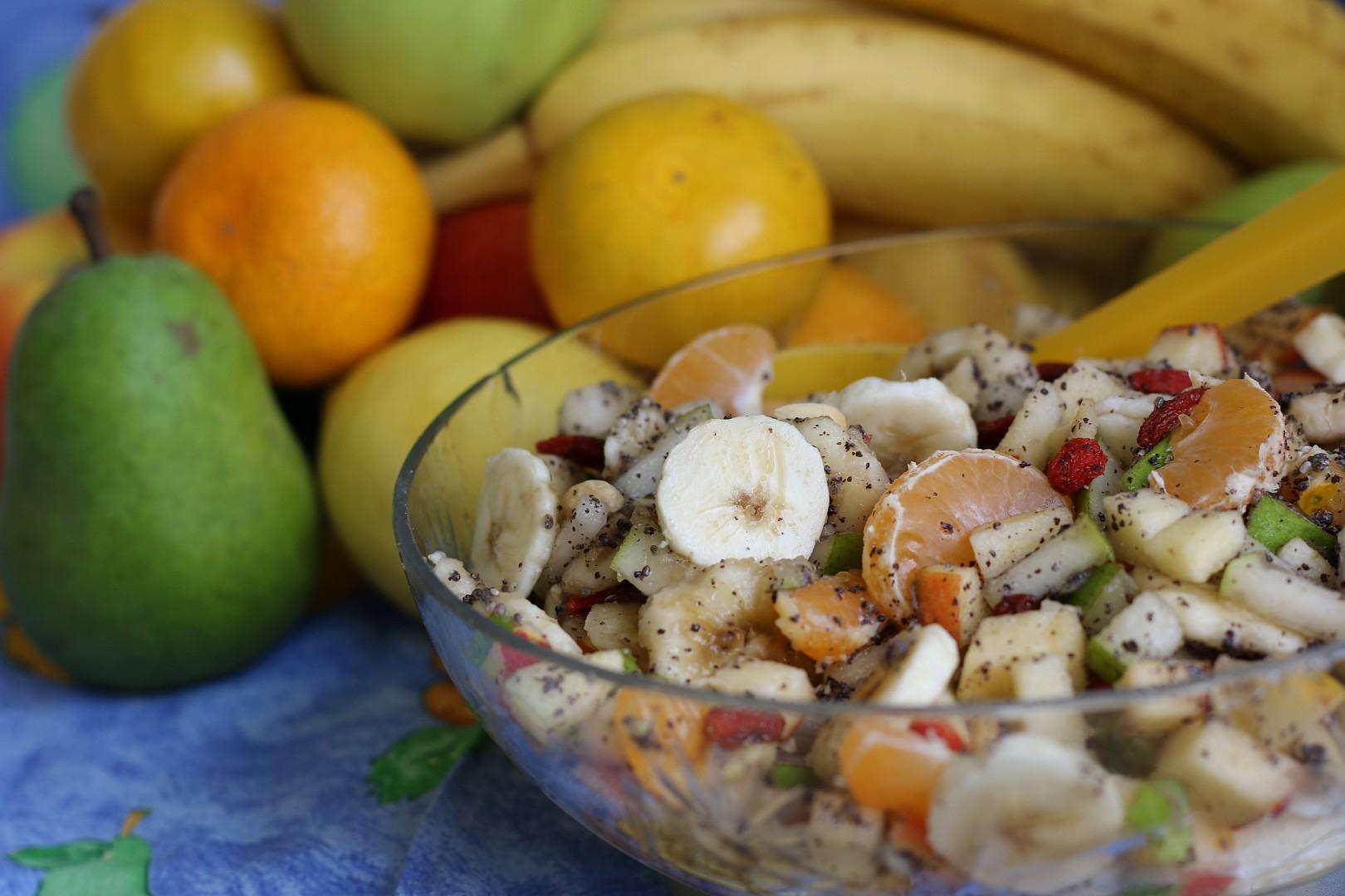 Ovocný salát s mákem recept