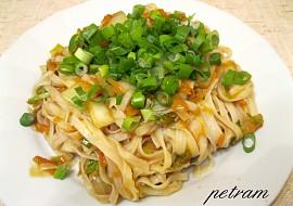 Chow mein  Rýžové nudle s mrkví a zelím po čínsku recept ...