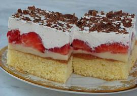 Jahodový koláč s pudingem a šlehačkou recept