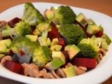 Červená řepa s brokolicí a avokádem recept