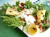 Listový salát s ořechy recept