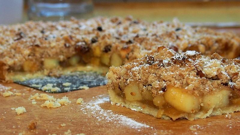 Jablečný koláč s ořechovou krustou recept