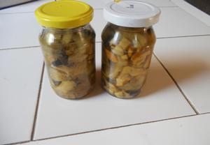 Zavařené houby ve sladkokyselém nálevu