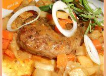 Jelení hrudí vařené obložené zeleninou recept