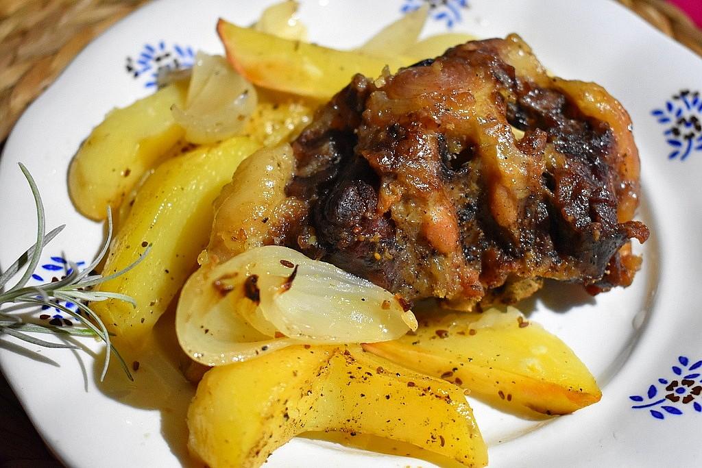 Pečené brambory s hovězí oháňkou recept