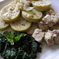 Vepřové kostky se špenátem a bramborovým knedlíkem recept ...