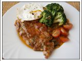 Vepřová krkovice s brokolicí ,dušená na cibuli recept