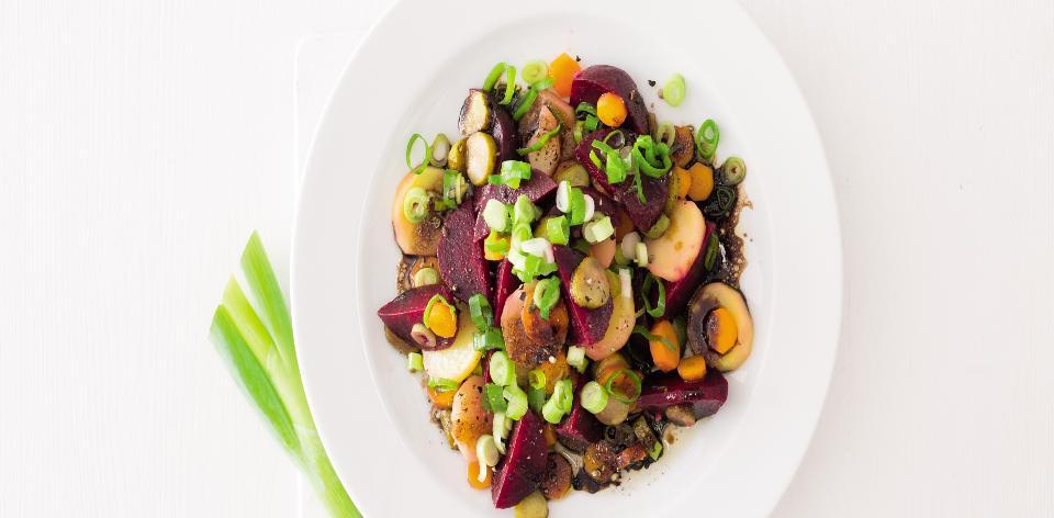 Salát z červené řepy a brambor