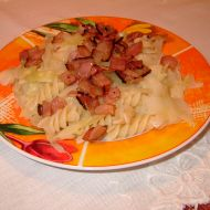 Těstoviny se zelím a anglickou slaninou recept