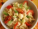 Květákový salát s těstovinami recept
