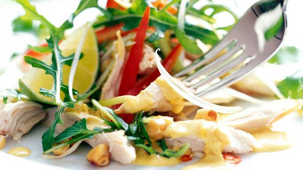 Kuřecí salát s rukolou a koriandrem