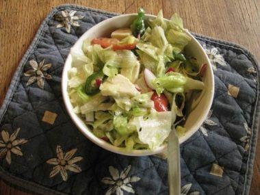 Recept Španělský salát s rajčatovou zálivkou