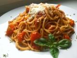 Spaghetti pomodoro s česnekem, čerstvou bazalkou a parmazánem ...