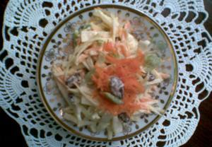 Zeleninový salát s rozinkami
