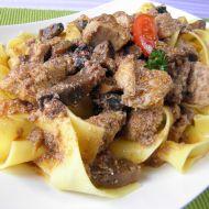Pikantní krůtí guláš s houbami recept