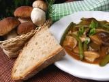 Hříbkový guláš s fazolkami recept