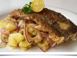 Vídeňský bramborový salát s pečeným pstruhem recept ...