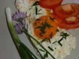 Vejce (volské oko) na kysané smetaně recept