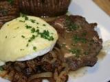 Steak z nízkého roštěnce s cibulkou restovanou na špeku a ...