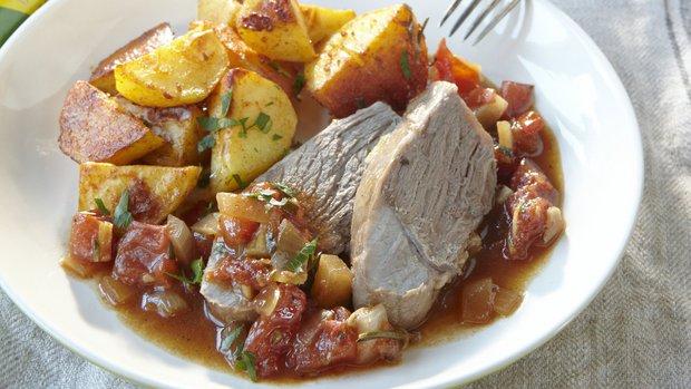 Jehněčí na rozmarýnu a pečené brambory