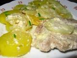 Zapečené maso s bramborami a šlehačkou recept