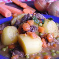 Dušené hovězí s hráškem a mrkví recept
