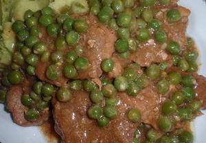 Dušené maso s hráškem