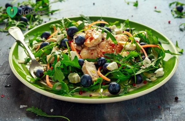 Grilovaný kuřecí salát se sezónním ovocem recept