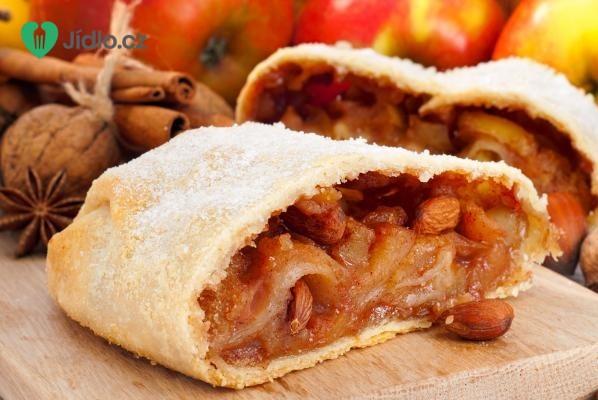 Jablečný závin s mandlemi recept