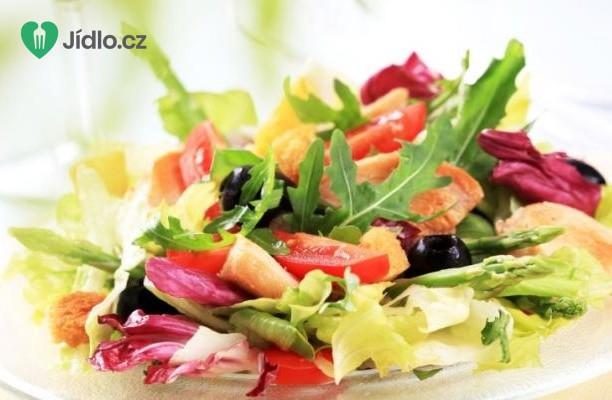 Kuře s jarním salátem recept