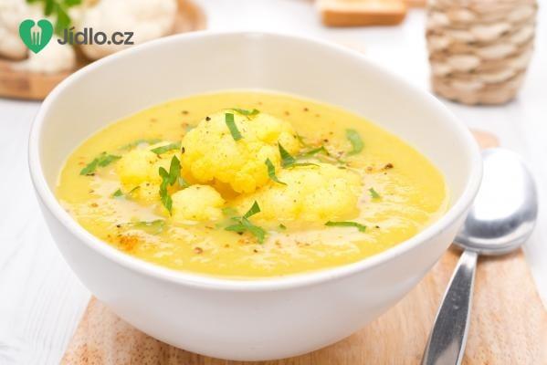 Květáková polévka s uzeným sýrem recept